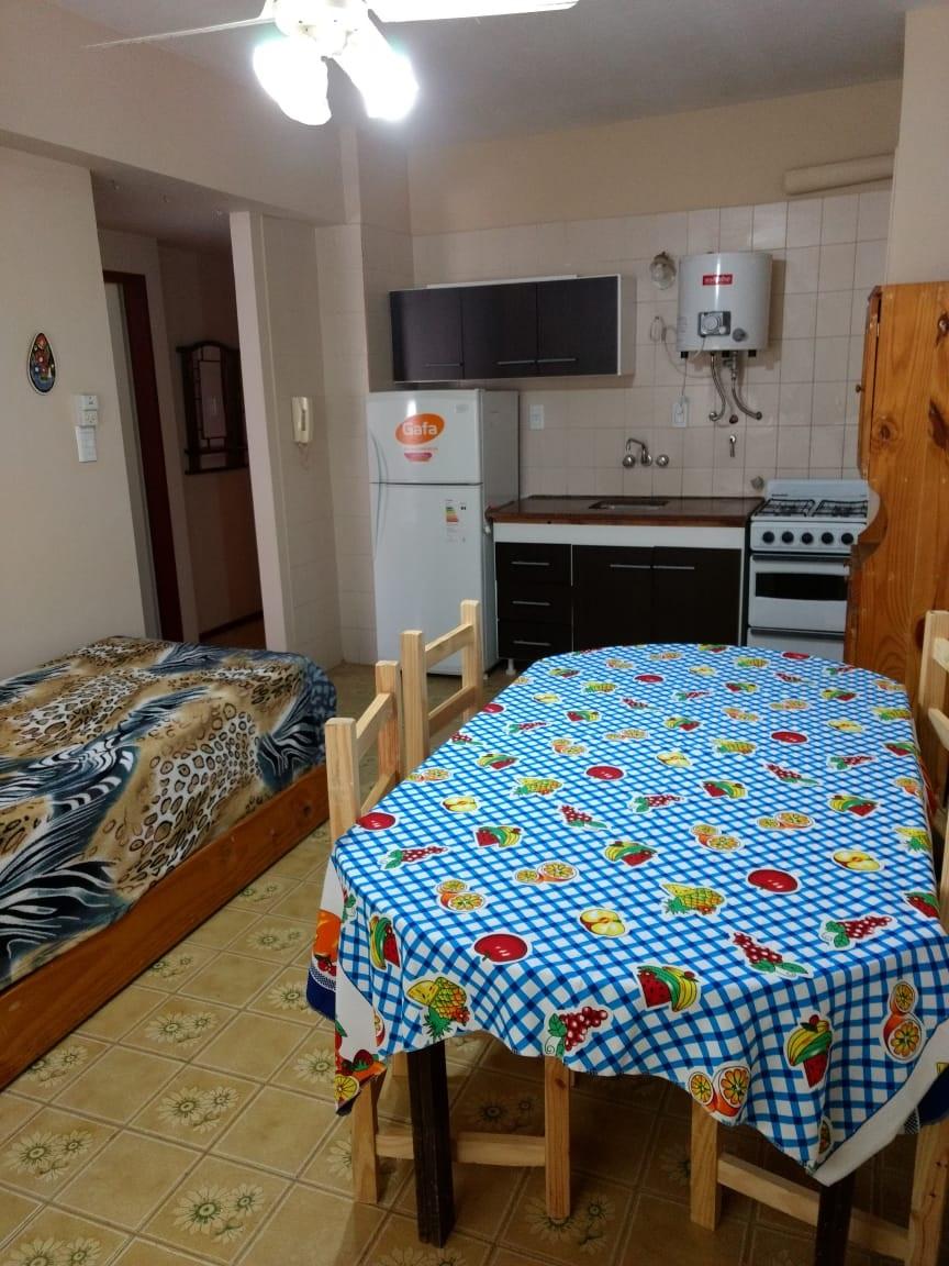 41 n°225 4°B Santa Teresita (120382)