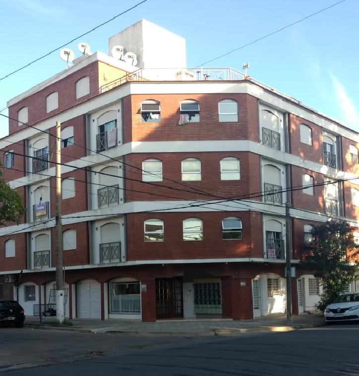 44 n°288 esquina 3 2°A Santa Teresita (120396)